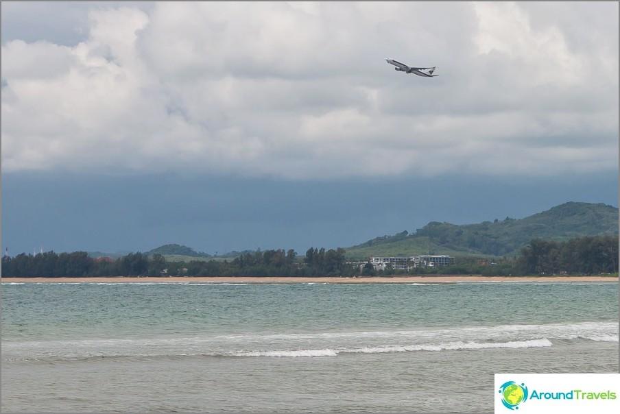 Колко часа летят до Тайланд