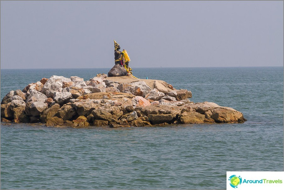 Saari lähellä Pak Tianin rantaa