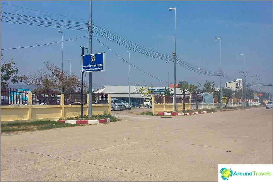 Hua Hinin maahanmuuttovirasto, näkymä tieltä