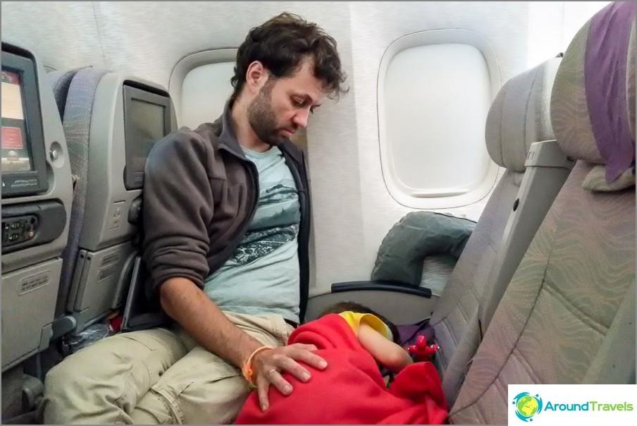 Lentämme Emiraatteja muutoksen myötä Dubaissa, reb on hyvin väsynyt