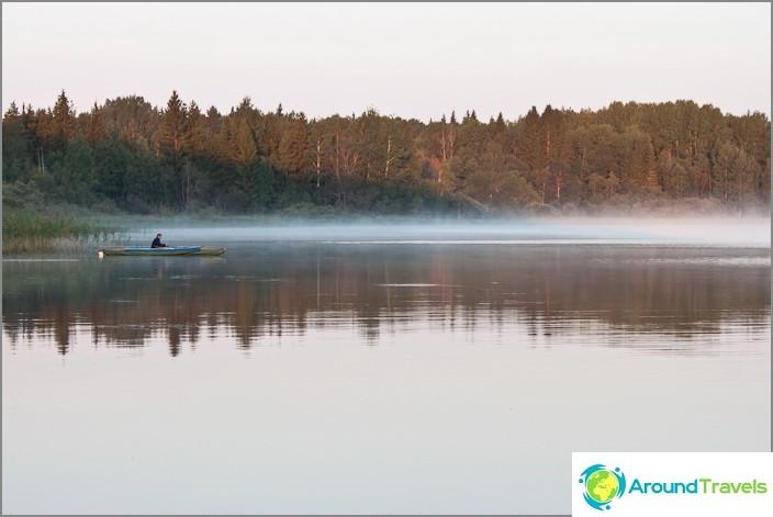 Varhain aamulla Volgo-järvellä.