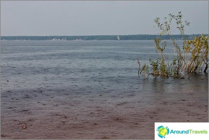 Sade Volgo-järvellä.