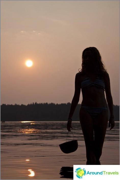 Auringonlaskun aikaan.