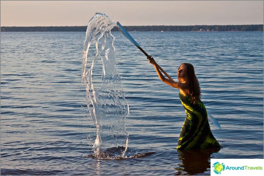 Naiseni vettä