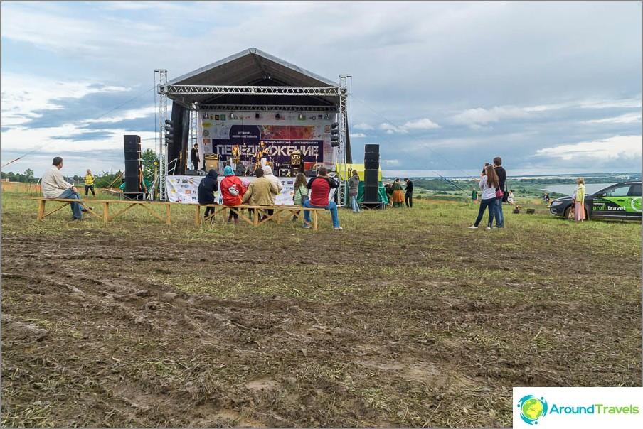 Festivaalin kohtaus